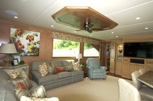 Salon Photos for Stardust Houseboats
