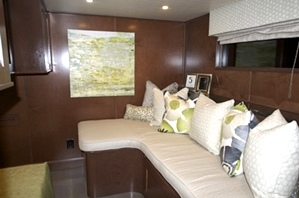 Houseboat Interiors: M10086